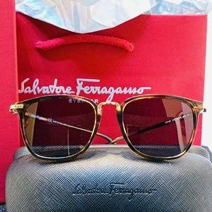 Salvatore Ferragamo Sunglasses Style SF910S